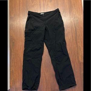 3/20$ LL Bean ladies black pants 8 petite